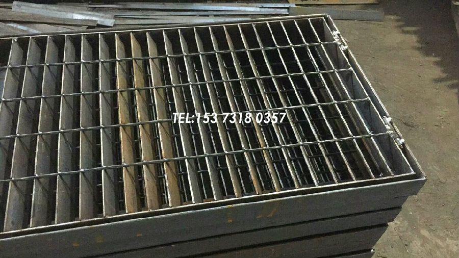 电揽坑斜孔钢格板